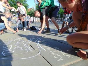 Konsumkritische Stadtführung mit Kleidertauschparty @ Heinrich Böll Haus
